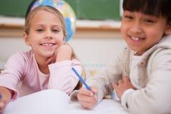 Schoolgirls som gör classwork Royaltyfria Foton