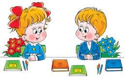 Schooljongen en schoolmeisje Royalty-vrije Stock Afbeeldingen