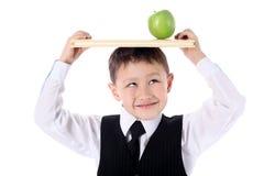 Schooljongen met boek en appel Stock Afbeeldingen