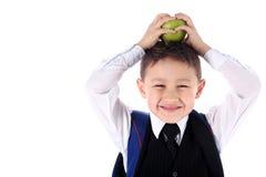 Schooljongen met rugzak en appel Stock Foto
