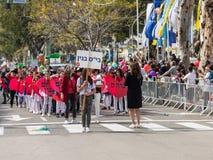 Schooljongens - deelnemers van Carnaval van Adloyada in Nahariyya, Israël Stock Afbeeldingen