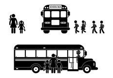 Schooljongens en meisjes die aan het cijfer van de busstok lopen Moeder en kinderen samen vector illustratie