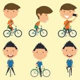 Schooljongens op de fiets Stock Fotografie