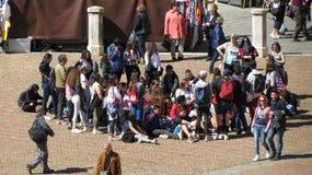 Schooljongens tijdens een schoolreis Stock Foto's
