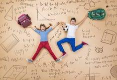 2 schoolkids уча Стоковое Изображение