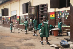 Schoolkinderen in Jamestown, Accra, Ghana royalty-vrije stock afbeelding