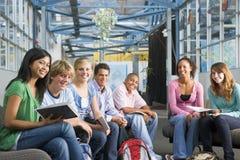 Schoolkinderen in middelbare schoolklasse royalty-vrije stock foto's
