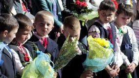 Schoolkinderen op de heerser stock video