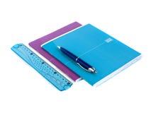 Schoollevering - notitieboekjes, pen, heerser Royalty-vrije Stock Foto's