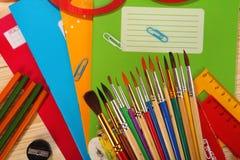 Schoollevering op houten achtergrond Royalty-vrije Stock Afbeeldingen