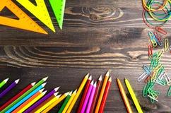 Schoollevering & x28; potlood, pen, heerser, triangle& x29; op bordbac Royalty-vrije Stock Afbeeldingen