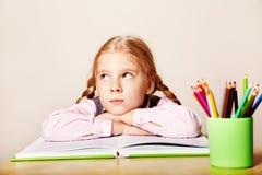 Schoolmeisje met een boek Royalty-vrije Stock Fotografie