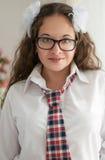 Schoolmeisje met glazen het glimlachen Royalty-vrije Stock Fotografie