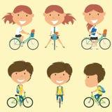 Schoolmeisjes op de fietsen Stock Afbeeldingen