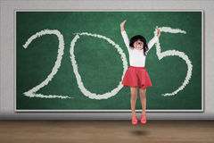 Schoolmeisjesprong in klasse met nummer 2015 Stock Afbeeldingen