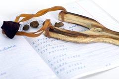 Schooloefenboek in wiskunde en slinger Stock Foto