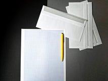 Schoon blad van document op bureau Stock Afbeeldingen