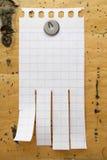 Schoon blad van document op hout stock foto