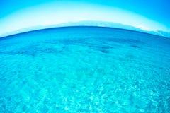 Schoon blauw Meer Tahoe met gebogen horizon stock afbeeldingen