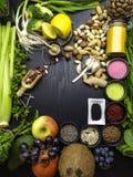 Schoon het eten concept over houten achtergrond, hoogste mening, exemplaarruimte voedselveganist, ruw dieet of gluten vrij dieet royalty-vrije stock foto