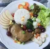 Schoon voedsel op witte plaat royalty-vrije stock afbeelding