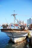 Schooner de la pesca en una amarradura. Imagen de archivo libre de regalías