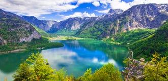 Schoonheid in aard - Alpien landschap en meer Hallstatt in Oostenrijker royalty-vrije stock afbeeldingen