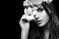 Schoonheid in de Lenteconcept Zwart-wit portret Royalty-vrije Stock Foto's