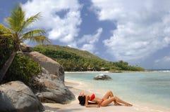 Schoonheid en het strand stock fotografie