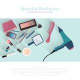 Schoonheid en make-up het schoonheidsmiddelenpatroon met maakt kunstenaarsobjecten omhoog lippenstift, spijker, parfums, oogschad Royalty-vrije Stock Foto's