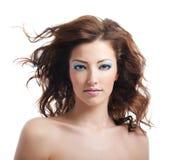 Schoonheid en sexy vrouw met opgeblazen haren Royalty-vrije Stock Afbeeldingen