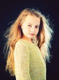 schoonheid jong geitjekapper Huid en haarverzorging kinderjaren van gelukkig jong geitje Manierportret van meisje Klein meisje me stock fotografie