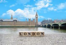 Schoonheid Londen tegen de achtergrond van de Rivier Theems Royalty-vrije Stock Afbeeldingen