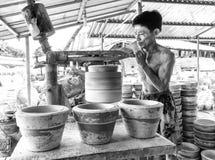 Schoonheid van arbeid in het maken van aardewerk Royalty-vrije Stock Foto's