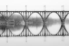 Schoonheid van architecturale vormen - overspannen brug Stock Foto