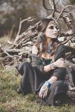Schoonheid van Boho-meisje in aard wordt geschoten die Stock Afbeelding