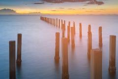 Schoonheid van na zonsondergang over kustlijn stock afbeelding