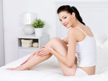 Schoonheid van vrouw met perfecte benen stock foto