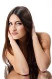Schoonheids jonge vrouw met mooi lang donkerbruin haar royalty-vrije stock afbeeldingen