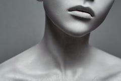 Schoonheids jonge Vrouw zoals een Standbeeld stock foto's