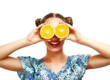 Schoonheids modelmeisje met sappige sinaasappelen Stock Fotografie