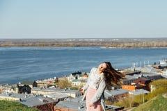 Schoonheids Romantisch Meisje in openlucht Mooi tienermodel royalty-vrije stock afbeeldingen