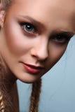 Schoonheids vrouwelijk model met vlechten royalty-vrije stock afbeelding