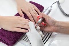 Schoonheidsbehandeling van vingernagels Stock Foto