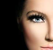 Schoonheidsmake-up voor blauwe ogen stock foto's