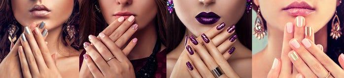 Schoonheidsmannequin die met verschillend samenstelling en spijkerkunstontwerp juwelen dragen Reeks van manicure Vier modieuze bl stock fotografie