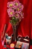 Schoonheidsmiddelen en bloemen Stock Afbeeldingen