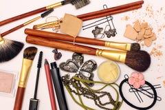 Schoonheidsmiddelen en juwelen royalty-vrije stock afbeelding