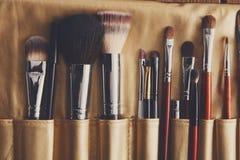 Schoonheidsmiddelen, schoonheid, het professionele geval van make-upborstels royalty-vrije stock afbeeldingen