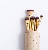 Schoonheidsmiddelen, schoonheid, professionele geplaatste make-upborstels royalty-vrije stock afbeelding